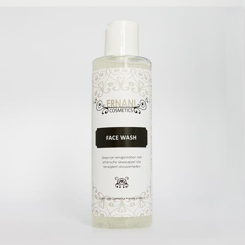 Foto van een flesje van een Face wash lotion